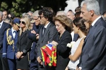 Resultado de imagem para Freitas do Amaral: Entrega da bandeira de Portugal a mulher de ex-ministro marca fim de cerimónias
